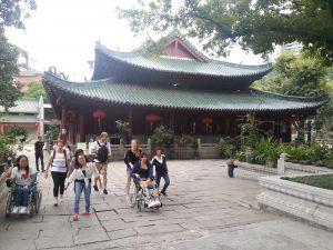 Ein Teil der Gruppe im Tempel-Garten